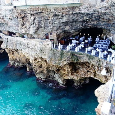 Summer-Cave-at-Grotta-Palazzese
